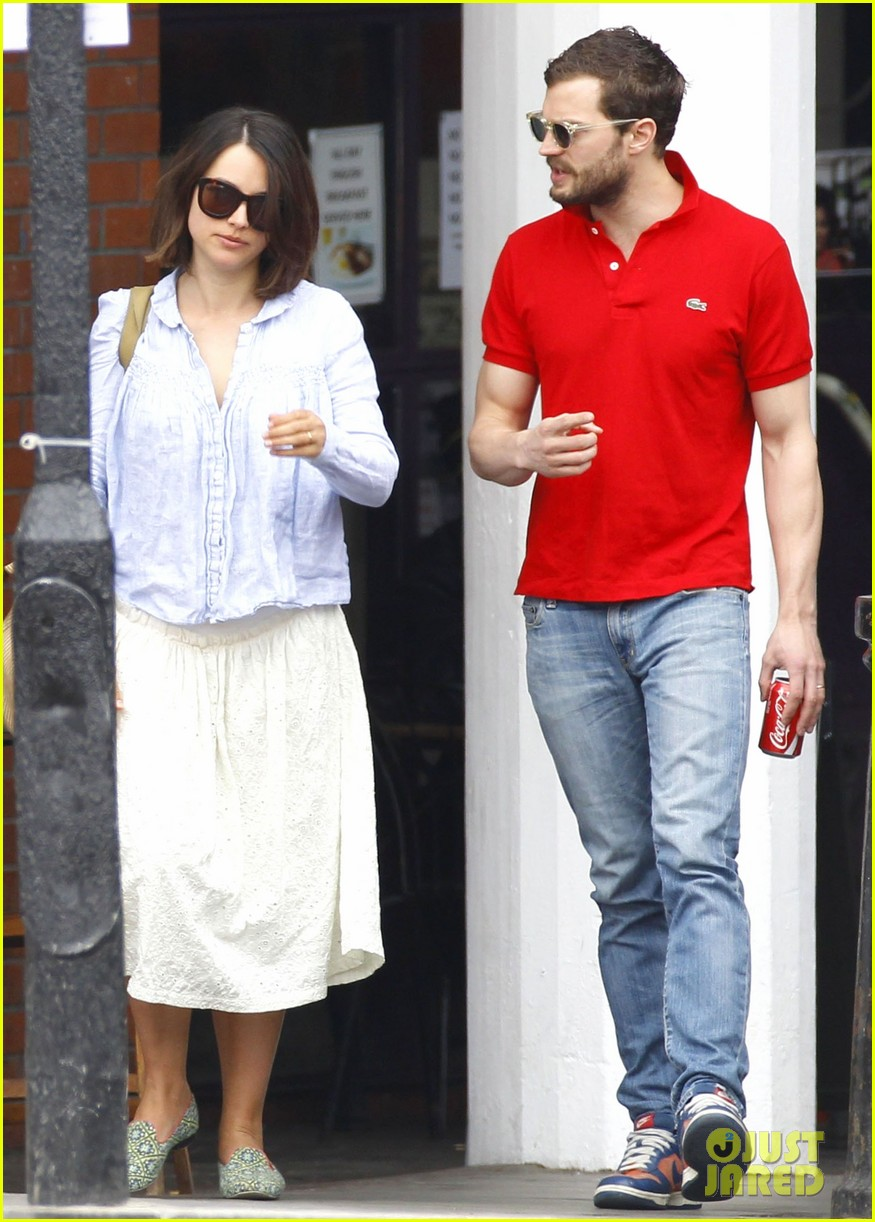 jamie dornan treats his wife to lunch in london 083093855