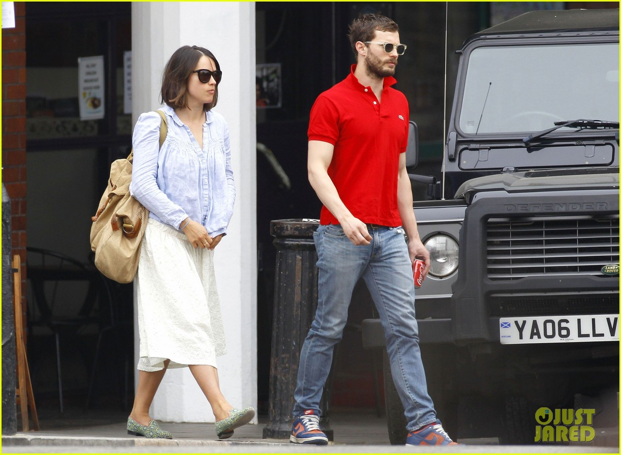 jamie dornan treats his wife to lunch in london 10