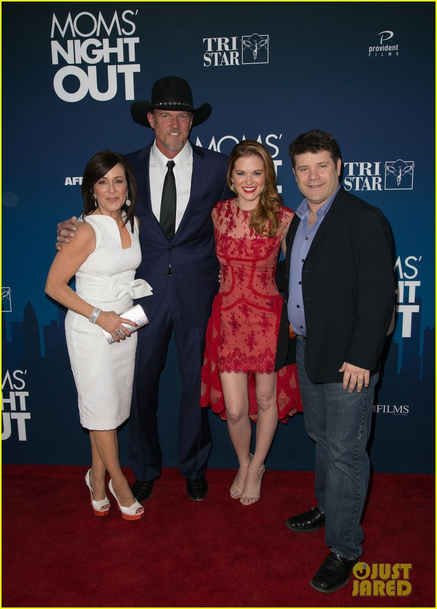 greys anatomy cast supports sarah drew at moms night out premiere 013102263