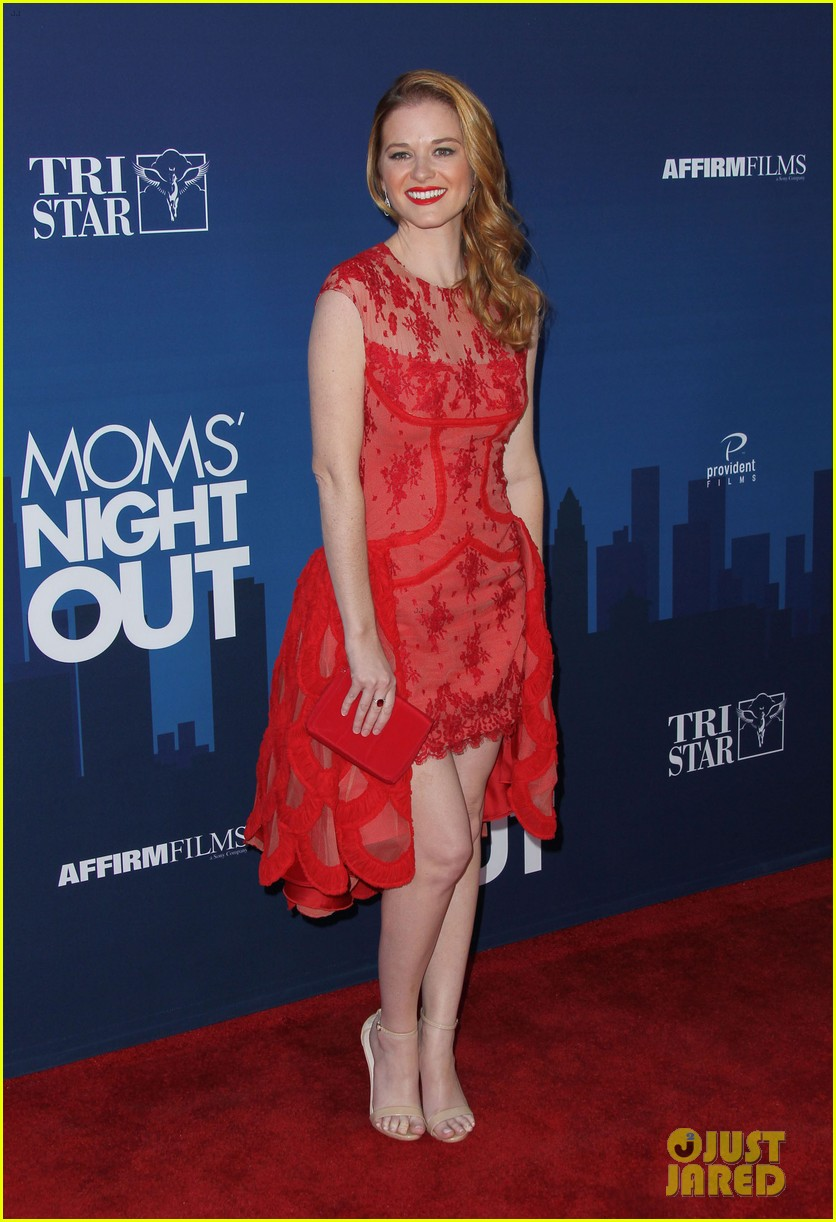 greys anatomy cast supports sarah drew at moms night out premiere 203102282