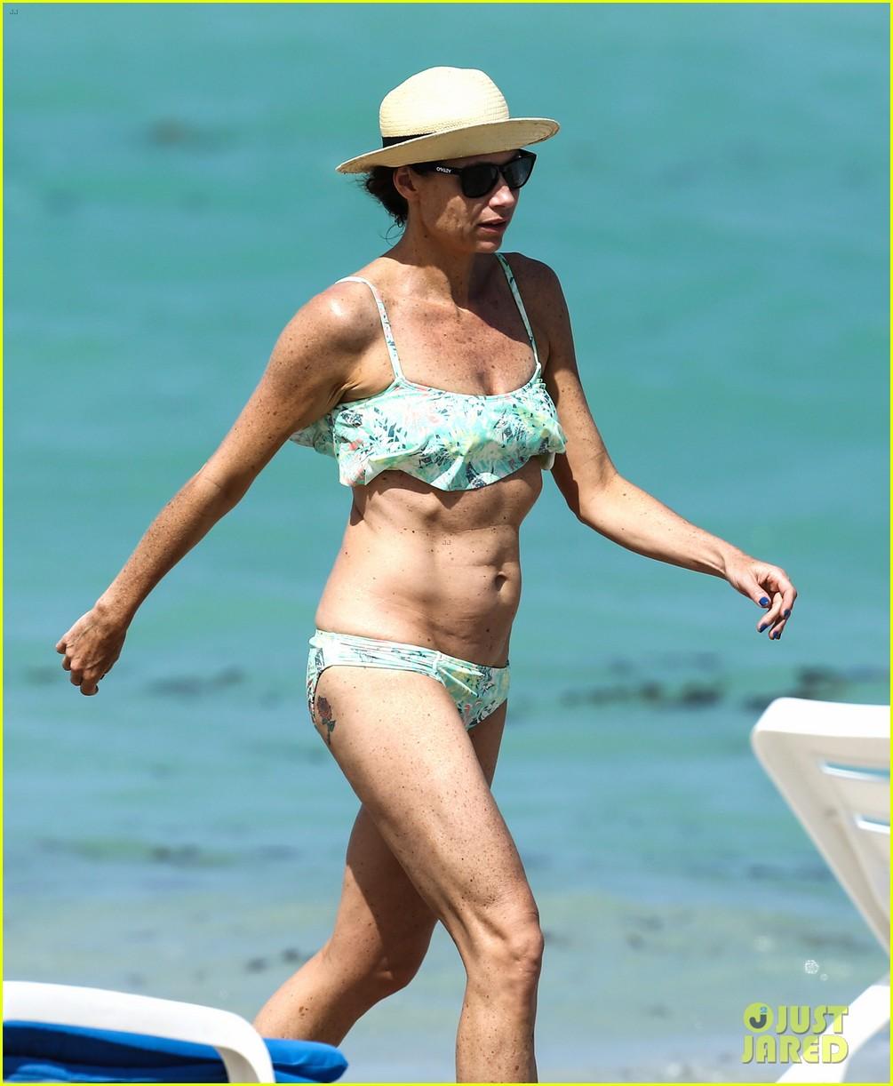 minnie driver bares bikini body 02