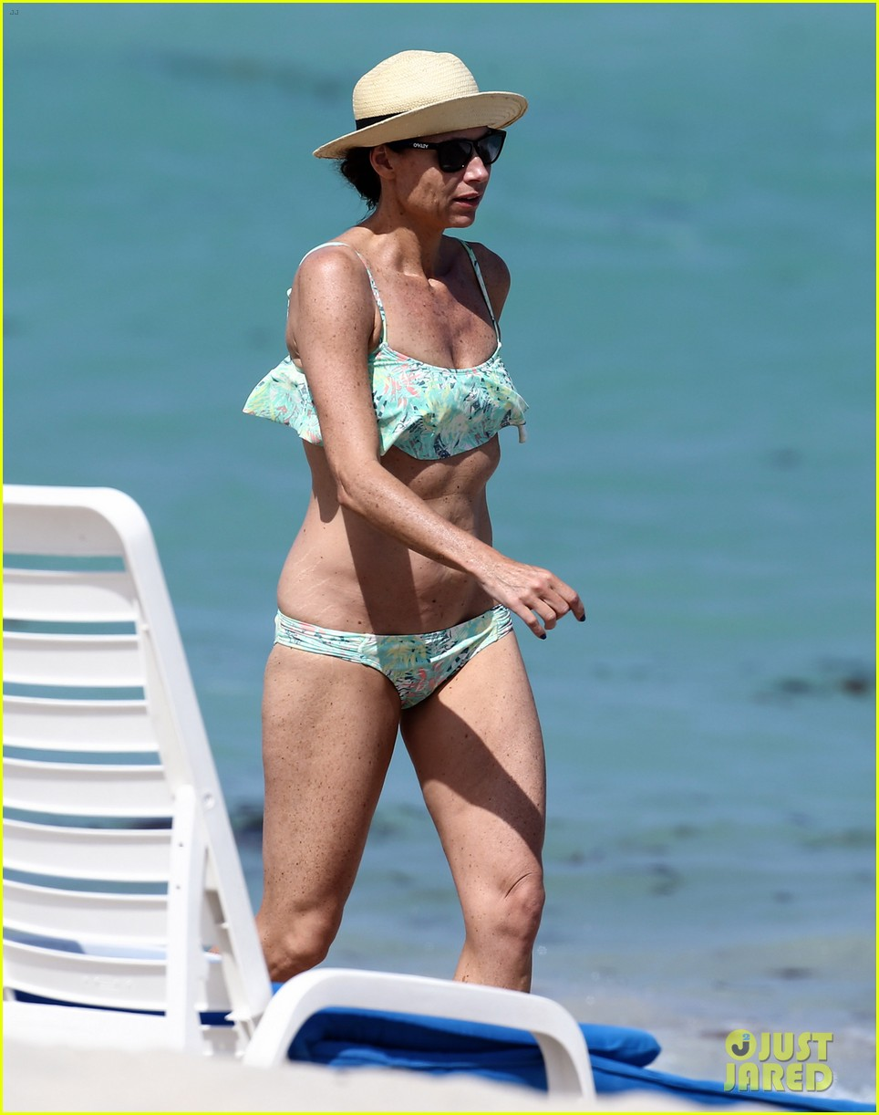 minnie driver bares bikini body 063087767