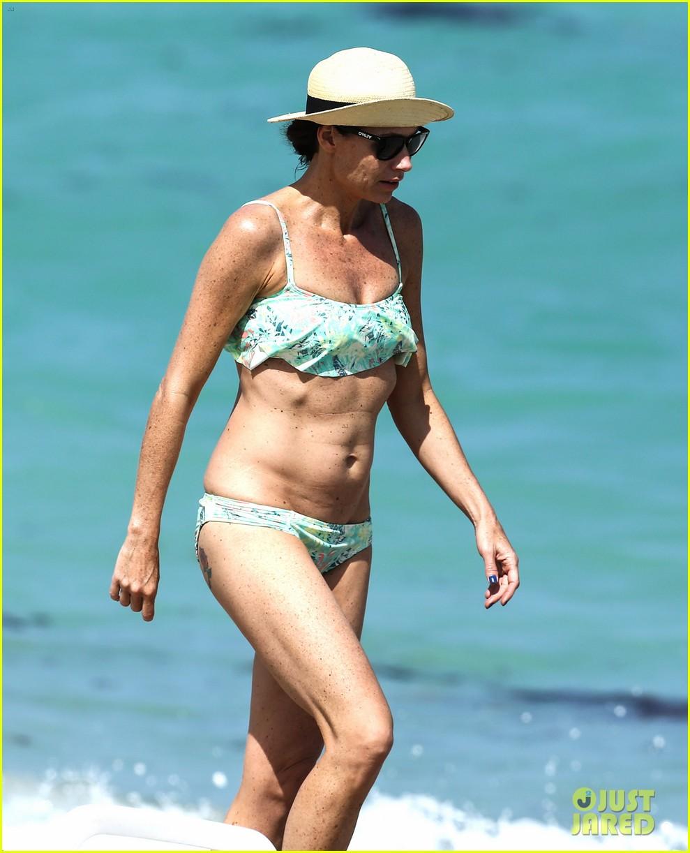 minnie driver bares bikini body 073087768