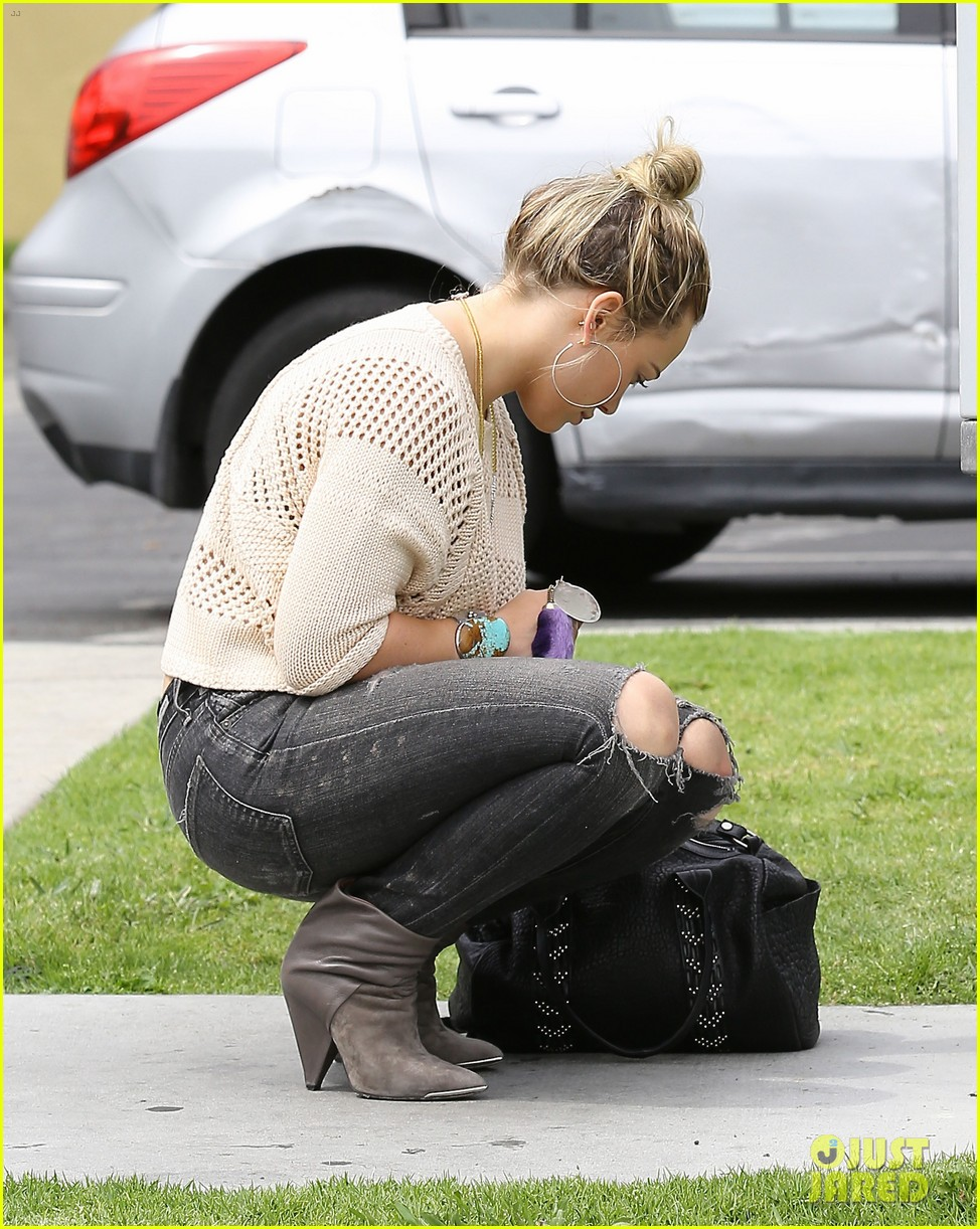 hilary duff runs errands aaron carter gushes over lost love 05