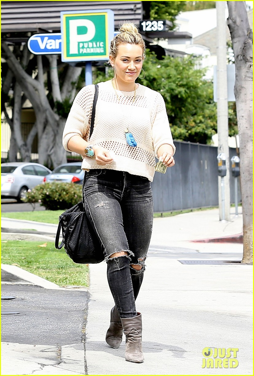 hilary duff runs errands aaron carter gushes over lost love 123100405