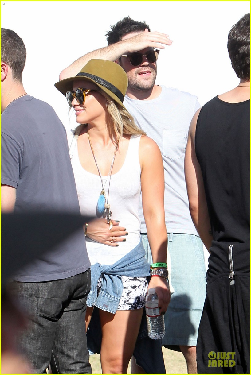 hilary duff mike comrie friendly affair at coachella 043089510