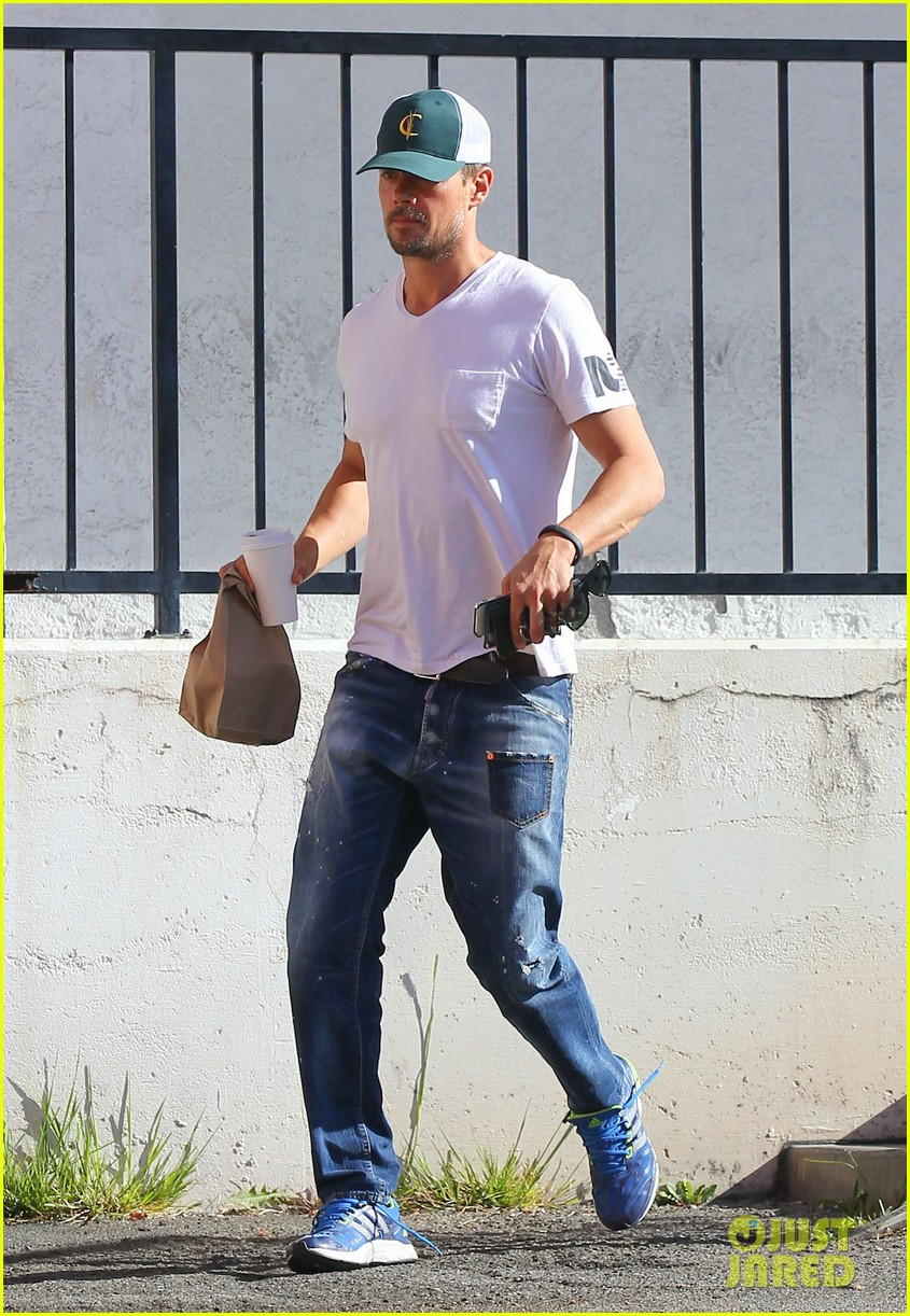 josh duhamel gets mistaken for timothy olyphant johnny knoxville 01