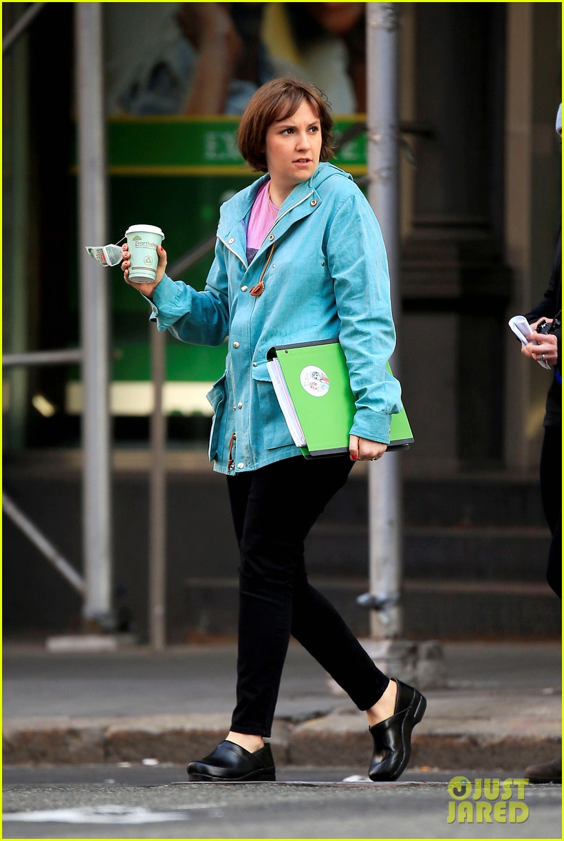 lena dunham makes hilarious pouting face for girls filming 033096758