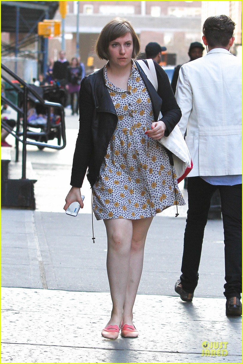 lena dunham meets up with taylor swift 123092453