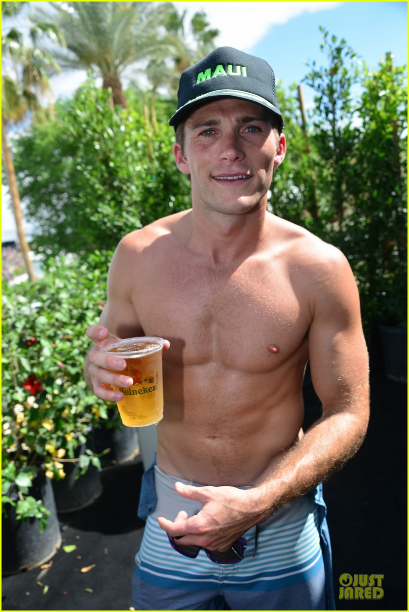 scott eastwood shirtless body at coachella 02