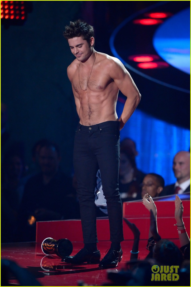 zac efron interviewed shirtless mtv movie awards 013092151