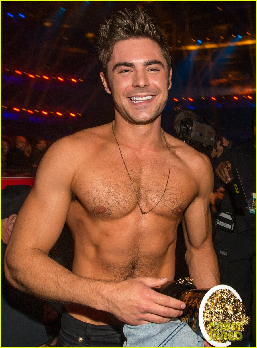 zac efron interviewed shirtless mtv movie awards 023092152