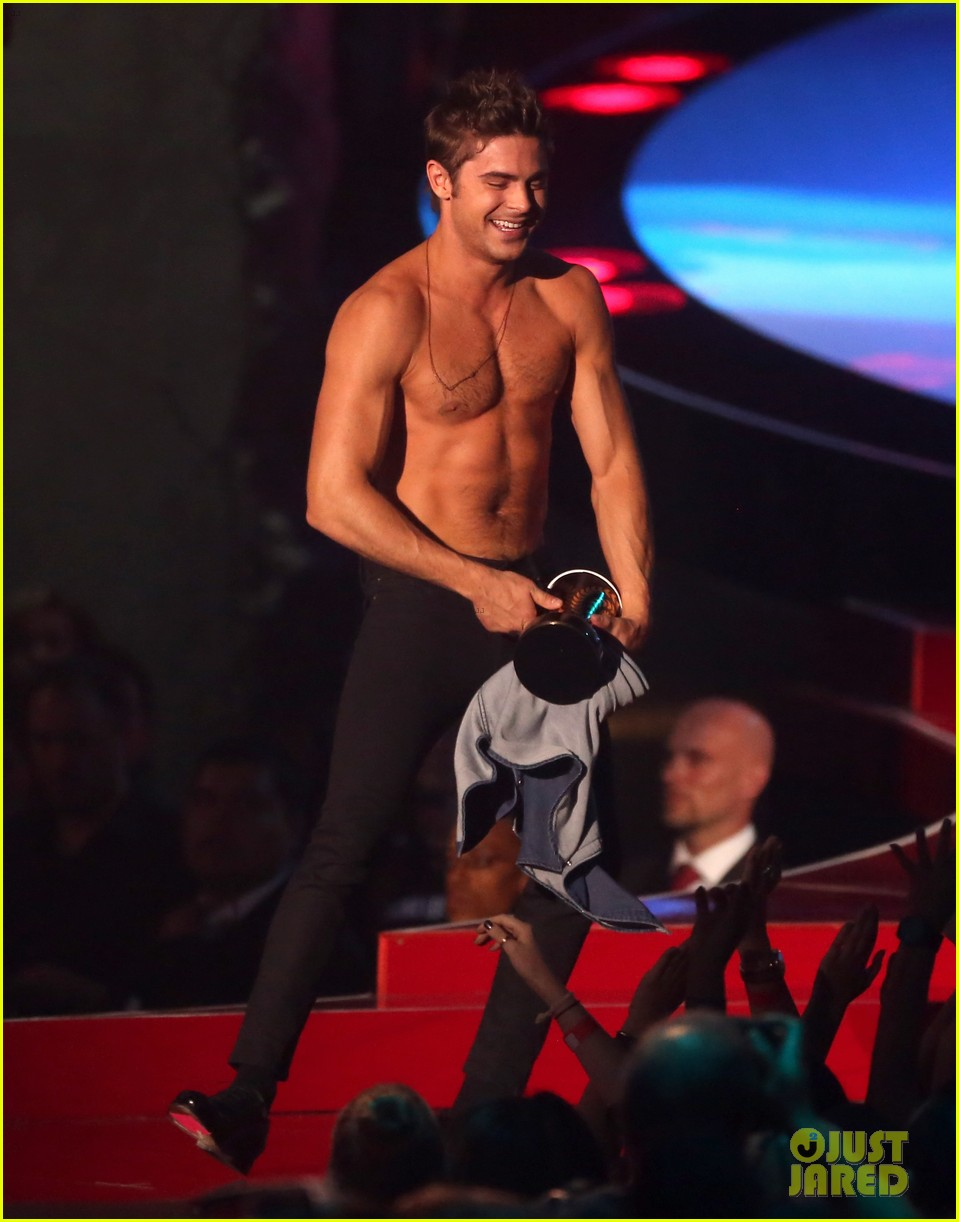 more zac efron shirtless photos mtv movie awards 2014 15