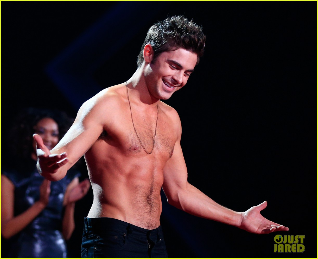 more zac efron shirtless photos mtv movie awards 2014 19