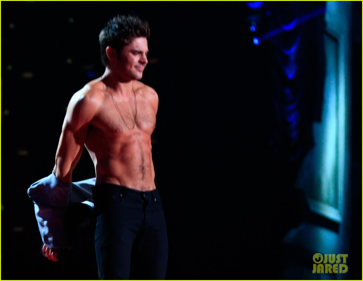 more zac efron shirtless photos mtv movie awards 2014 203091684