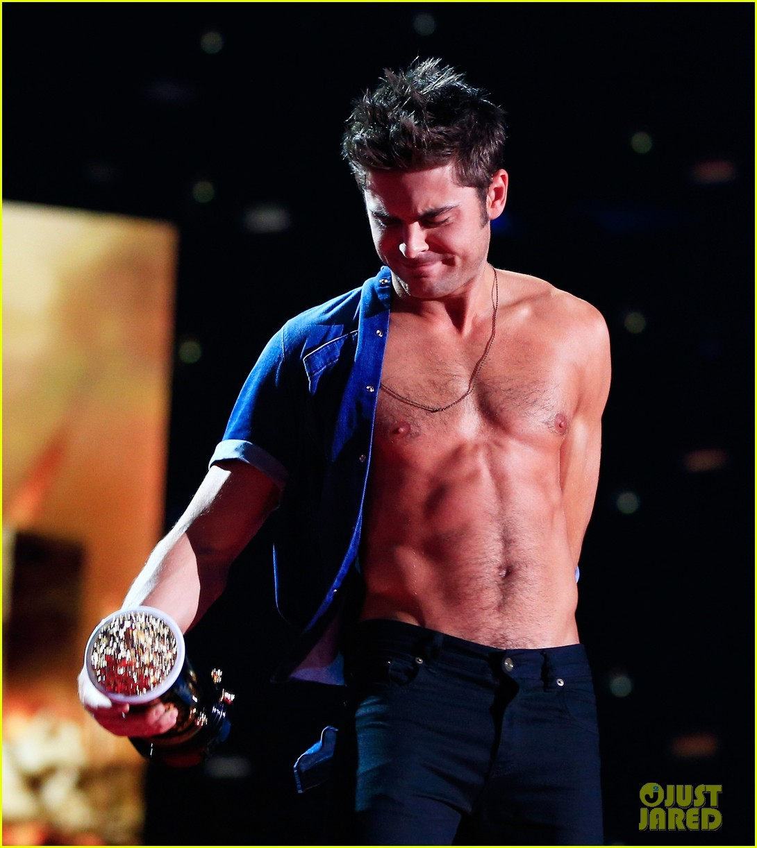 more zac efron shirtless photos mtv movie awards 2014 21