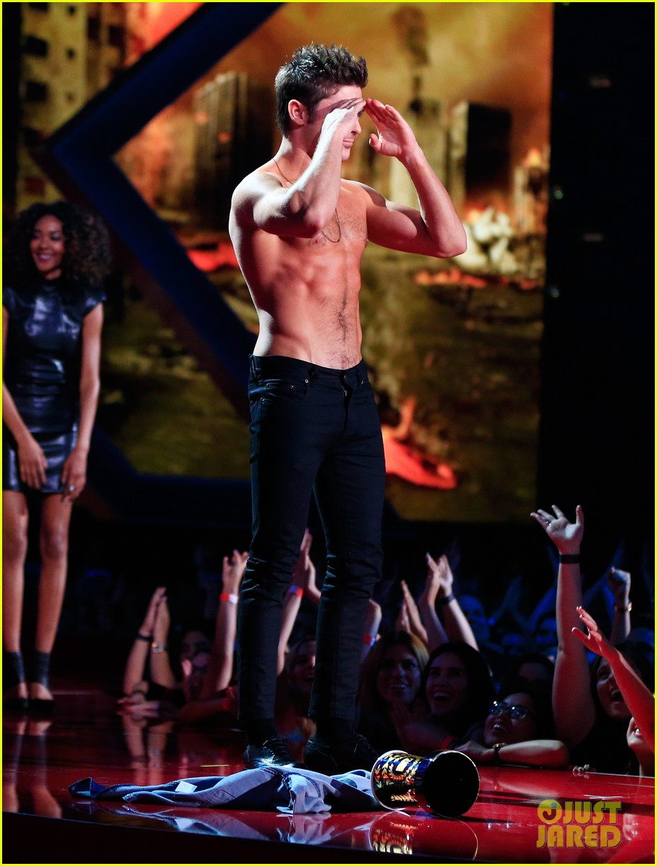 more zac efron shirtless photos mtv movie awards 2014 223091686