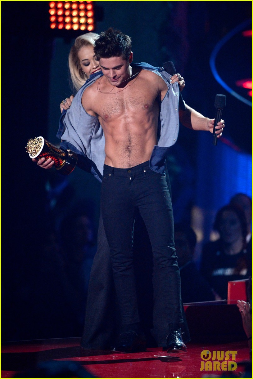 more zac efron shirtless photos mtv movie awards 2014 273091691