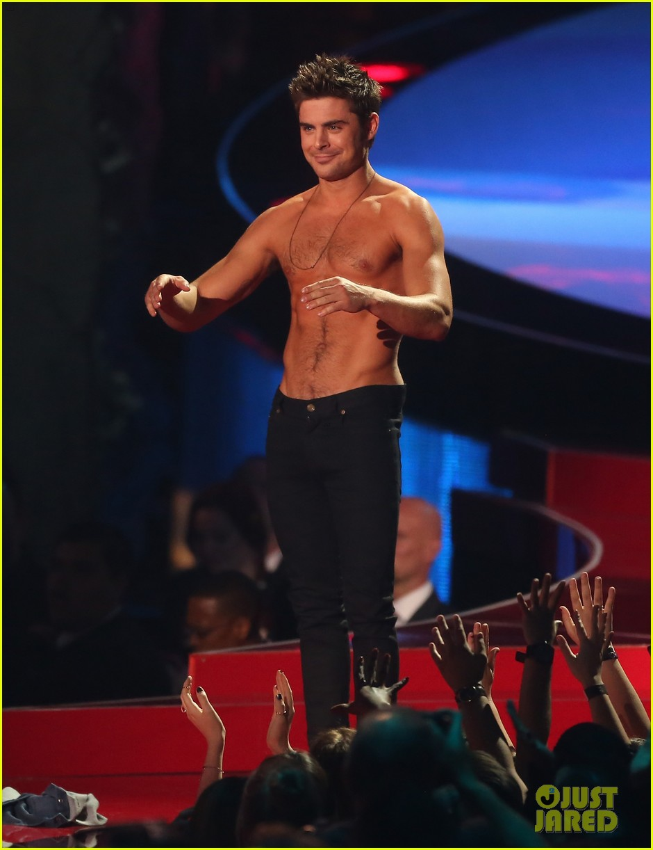more zac efron shirtless photos mtv movie awards 2014 333091697