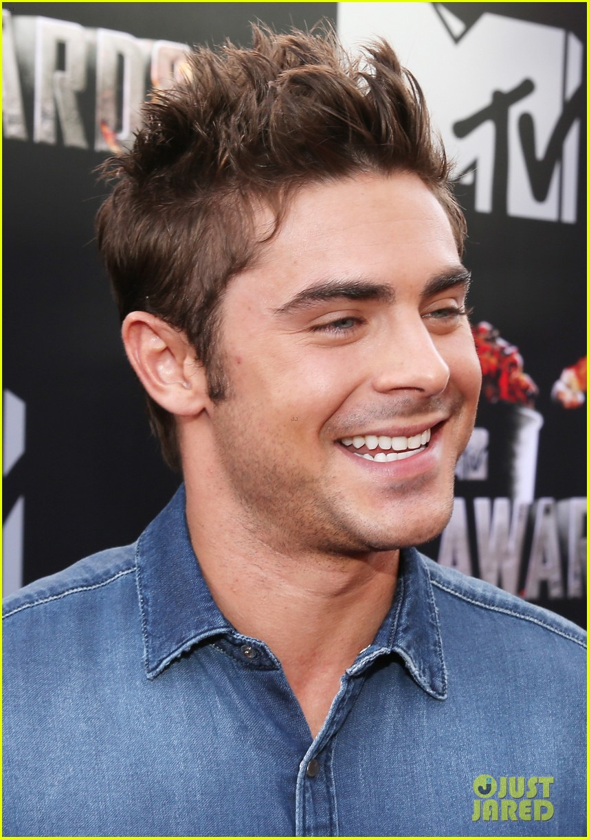 zac efron arms mtv movie awards 2014 043091181