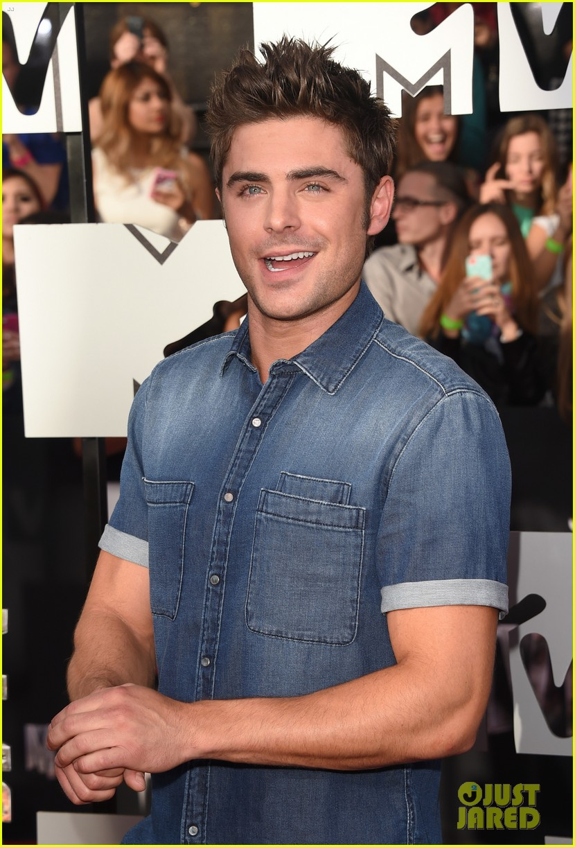 zac efron arms mtv movie awards 2014 093091186