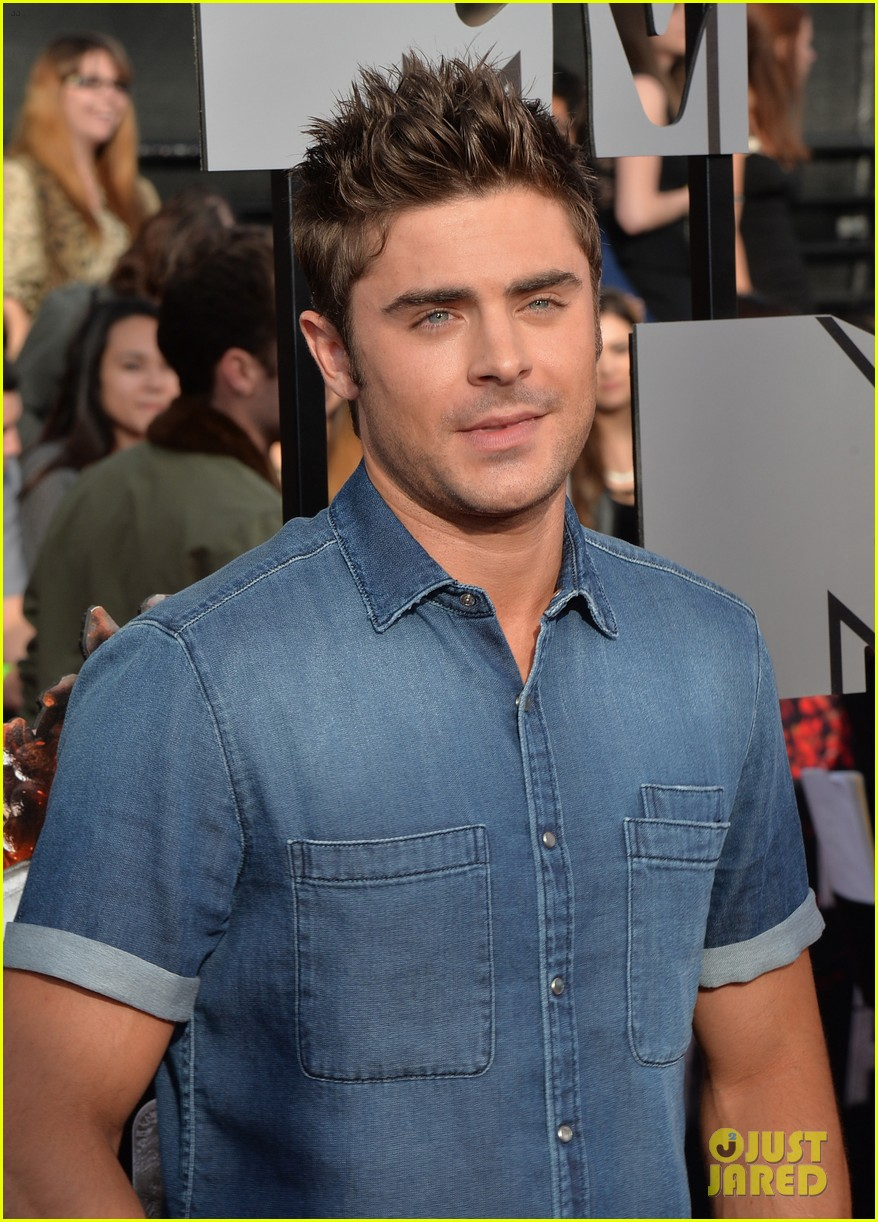 zac efron arms mtv movie awards 2014 113091188