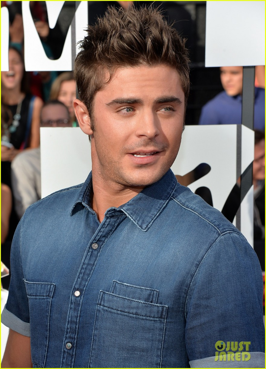 zac efron arms mtv movie awards 2014 12