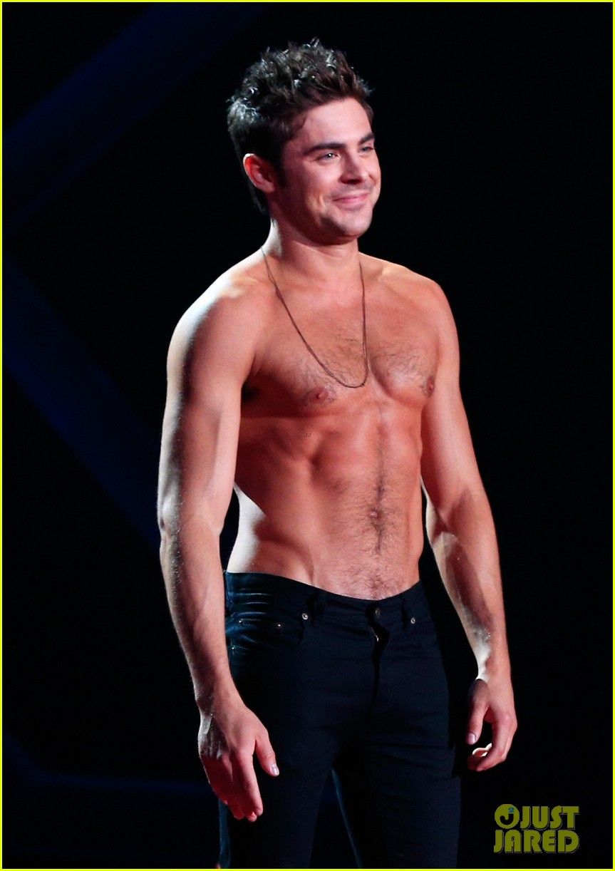 zac efron shirtless mtv movie awards 2014 043091283