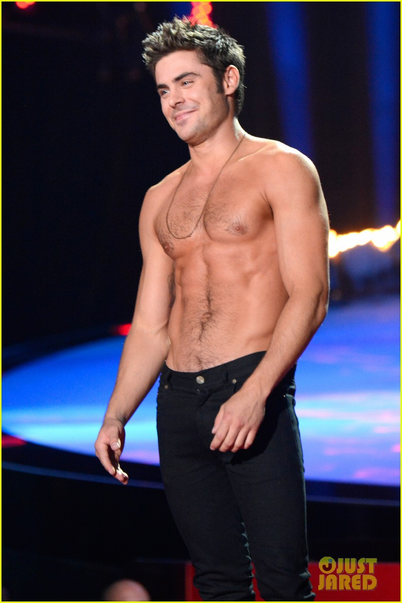 zac efron shirtless mtv movie awards 2014 053091284