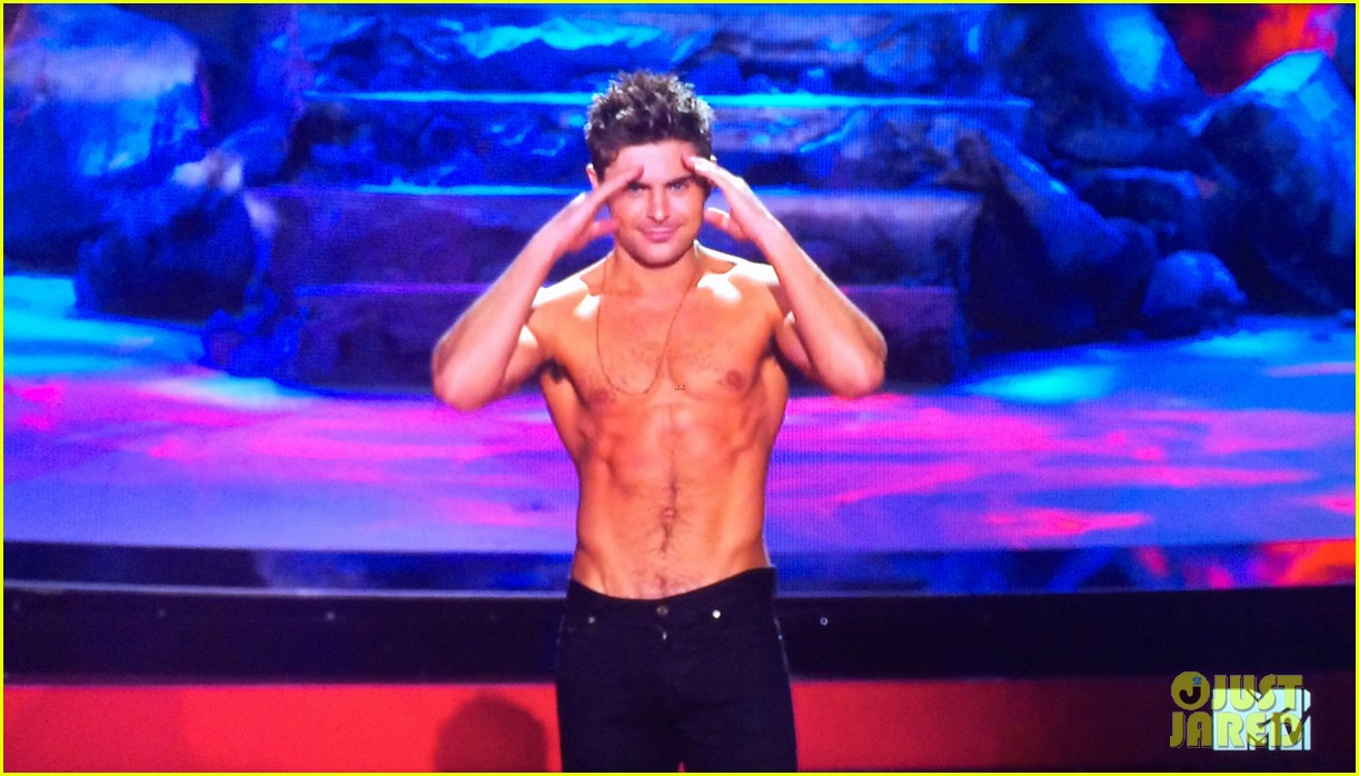 zac efron shirtless mtv movie awards 2014 133091292