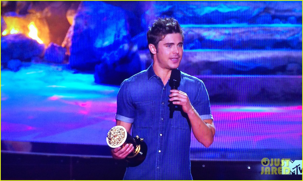 zac efron shirtless mtv movie awards 2014 163091295