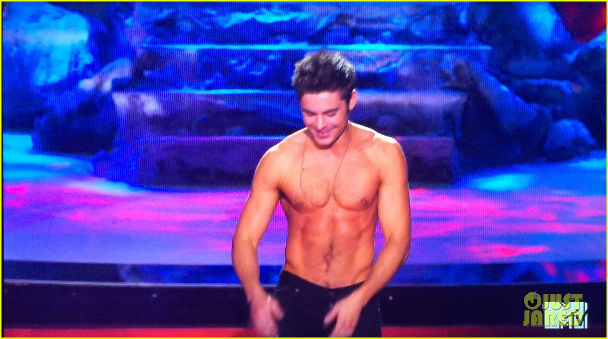 zac efron shirtless mtv movie awards 2014 24