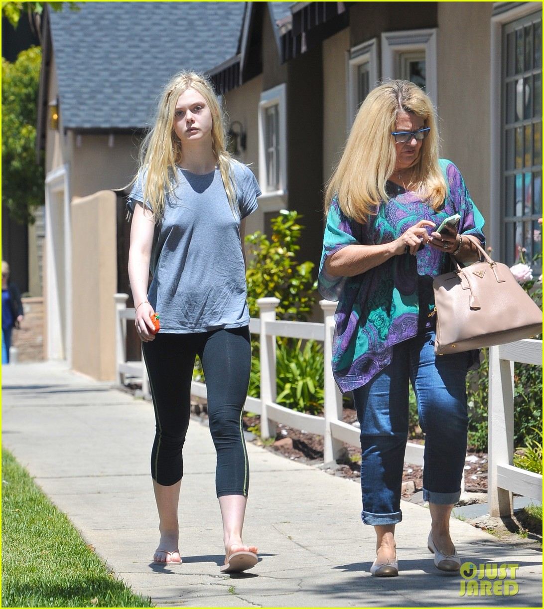 elle fanning aspired to be like maleficent co star angelina jolie 043100767