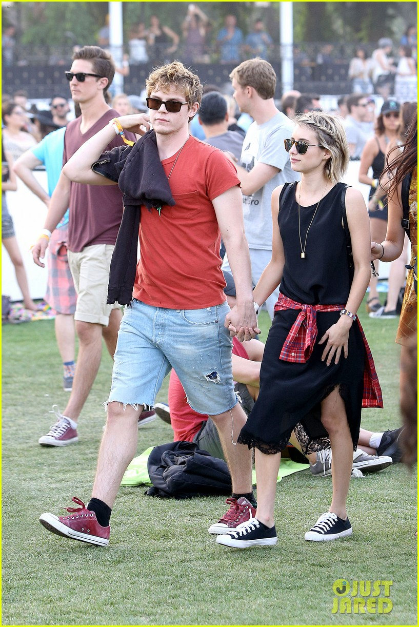 emma roberts evan peters inseparable coachella 2014 02