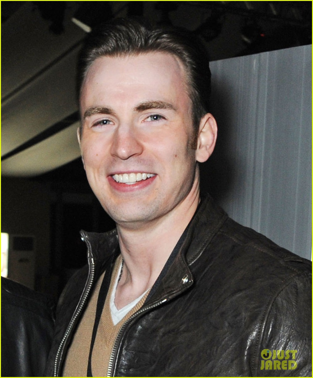chris evans shaves his beard captain america is back 023102646