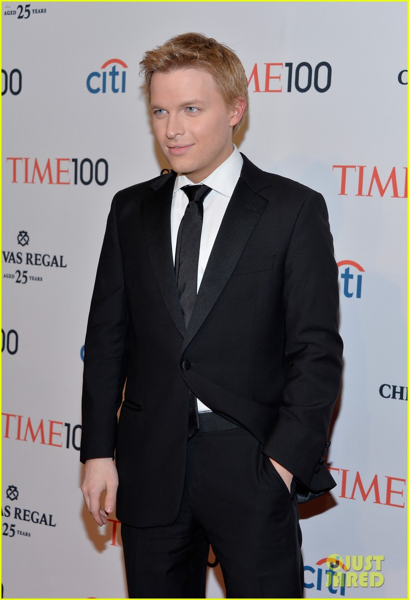 ronan farrow frank sinatra like blue eye color is fake 093102681