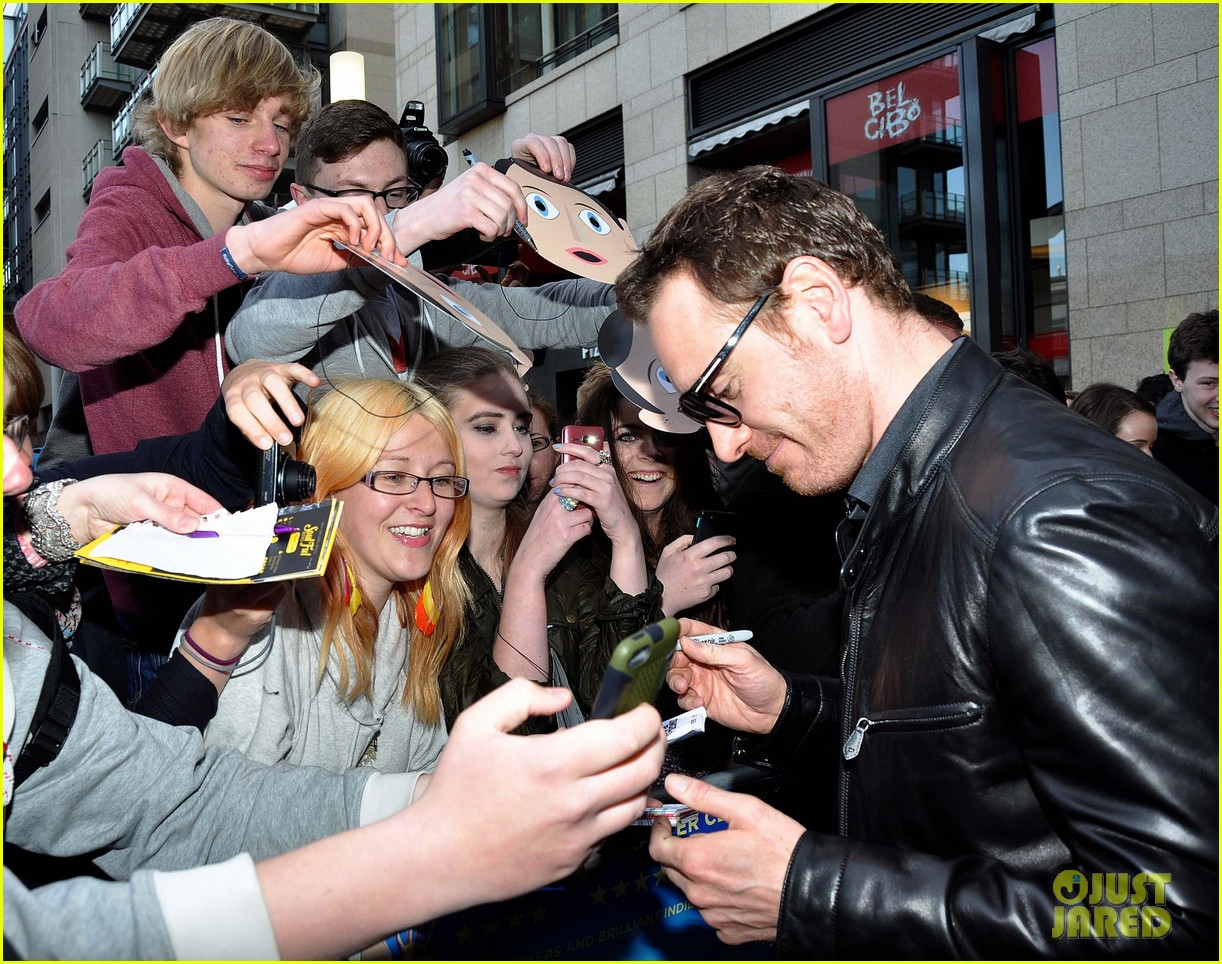 michael fassbender works the red carpet in a leather jacket 103098316