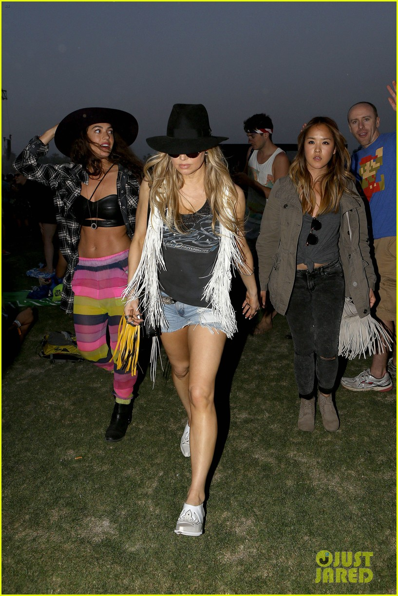 fergie takes break mommy duty coachella 2014 11