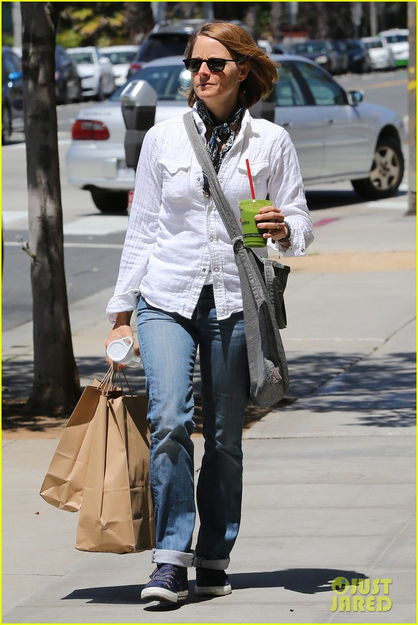 jodie foster steps out after surprise weekend wedding 023098352