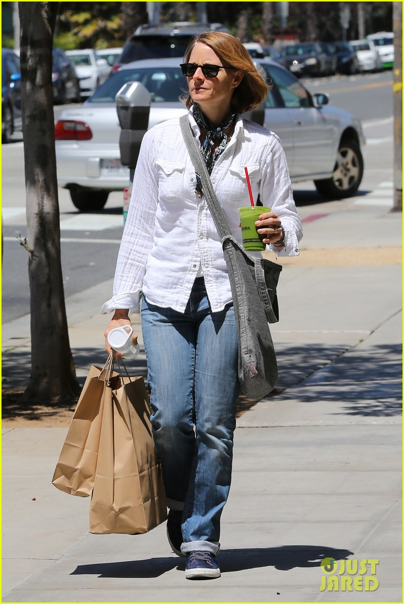 jodie foster steps out after surprise weekend wedding 103098360