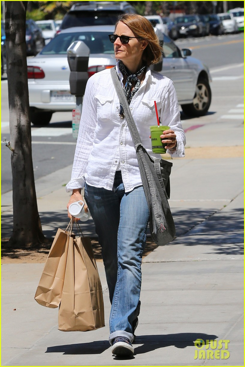 jodie foster steps out after surprise weekend wedding 113098361