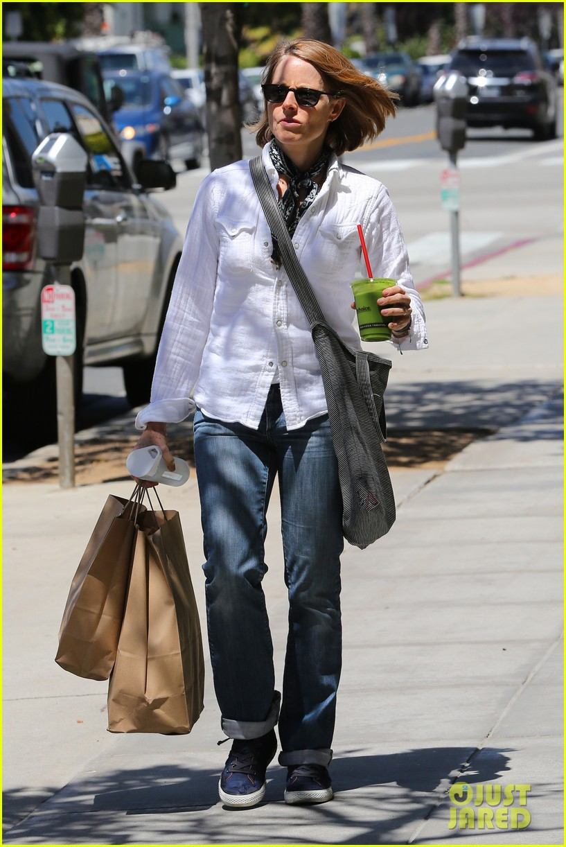jodie foster steps out after surprise weekend wedding 123098362