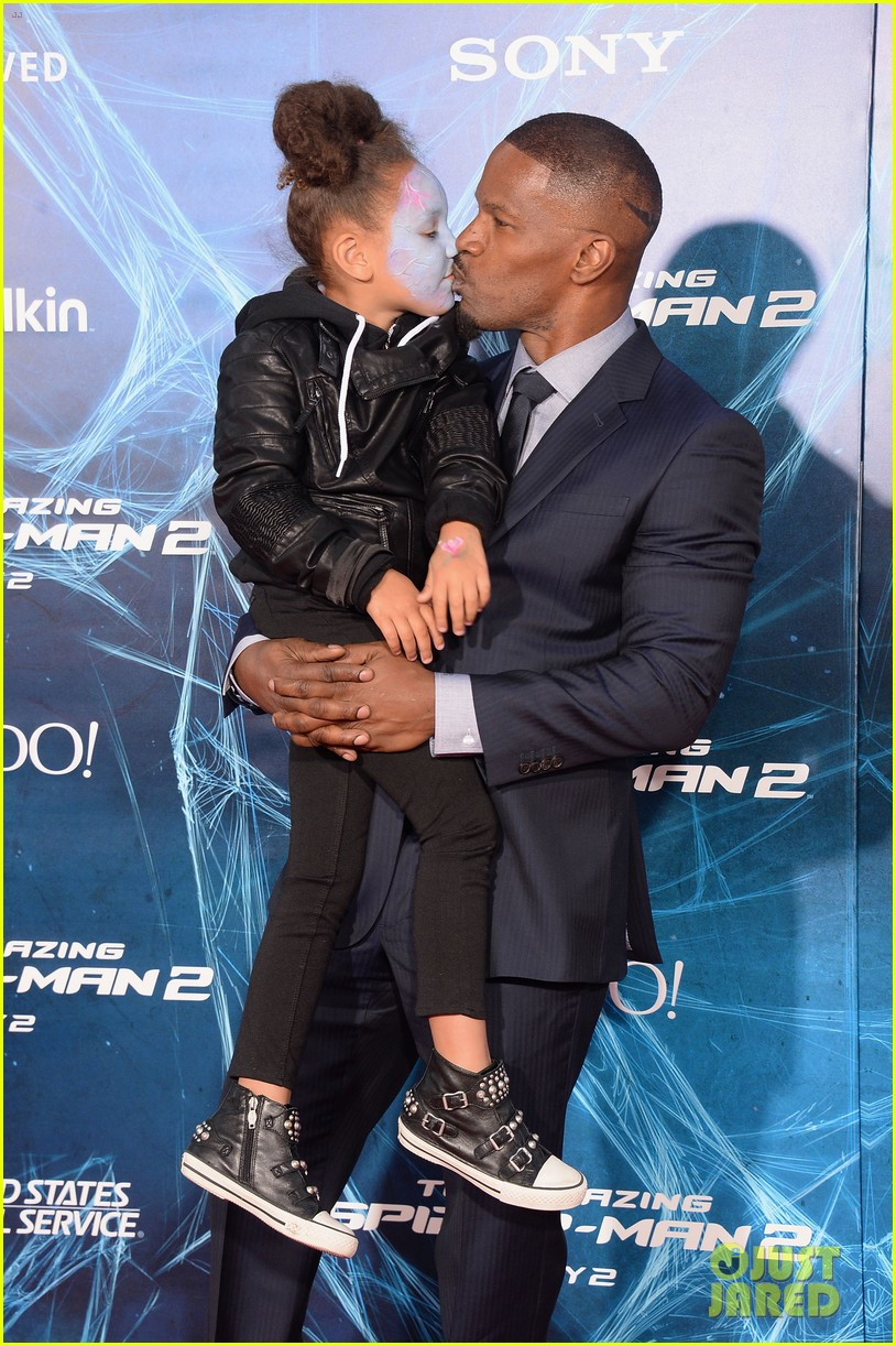 jamie foxx daughter wears electro makeup at amazing spider man 2 premiere 093098587