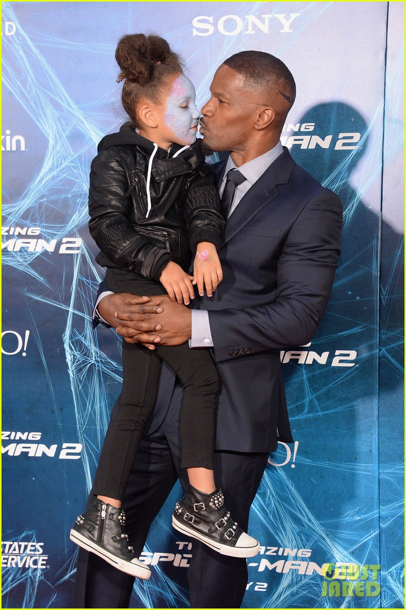 jamie foxx daughter wears electro makeup at amazing spider man 2 premiere 17