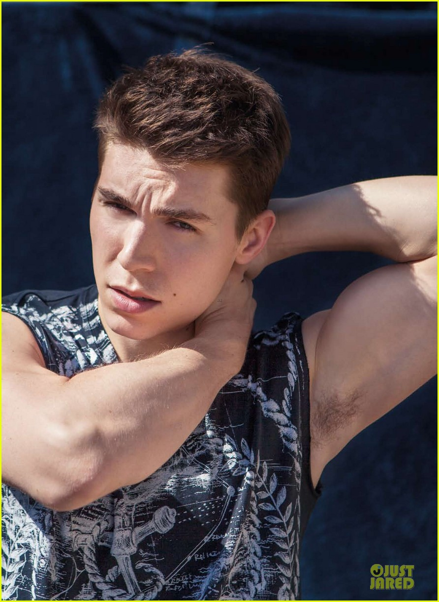 nolan funk flexes buff muscles for da man 043095996