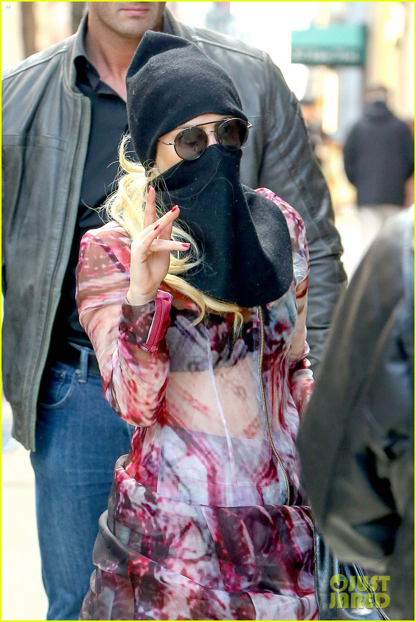 lady gaga wears burqa hospital visit 023085324