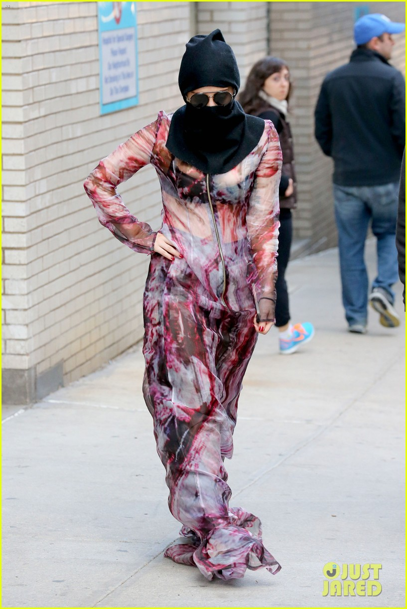lady gaga wears burqa hospital visit 053085327