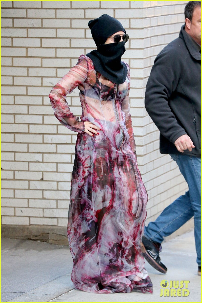 lady gaga wears burqa hospital visit 15