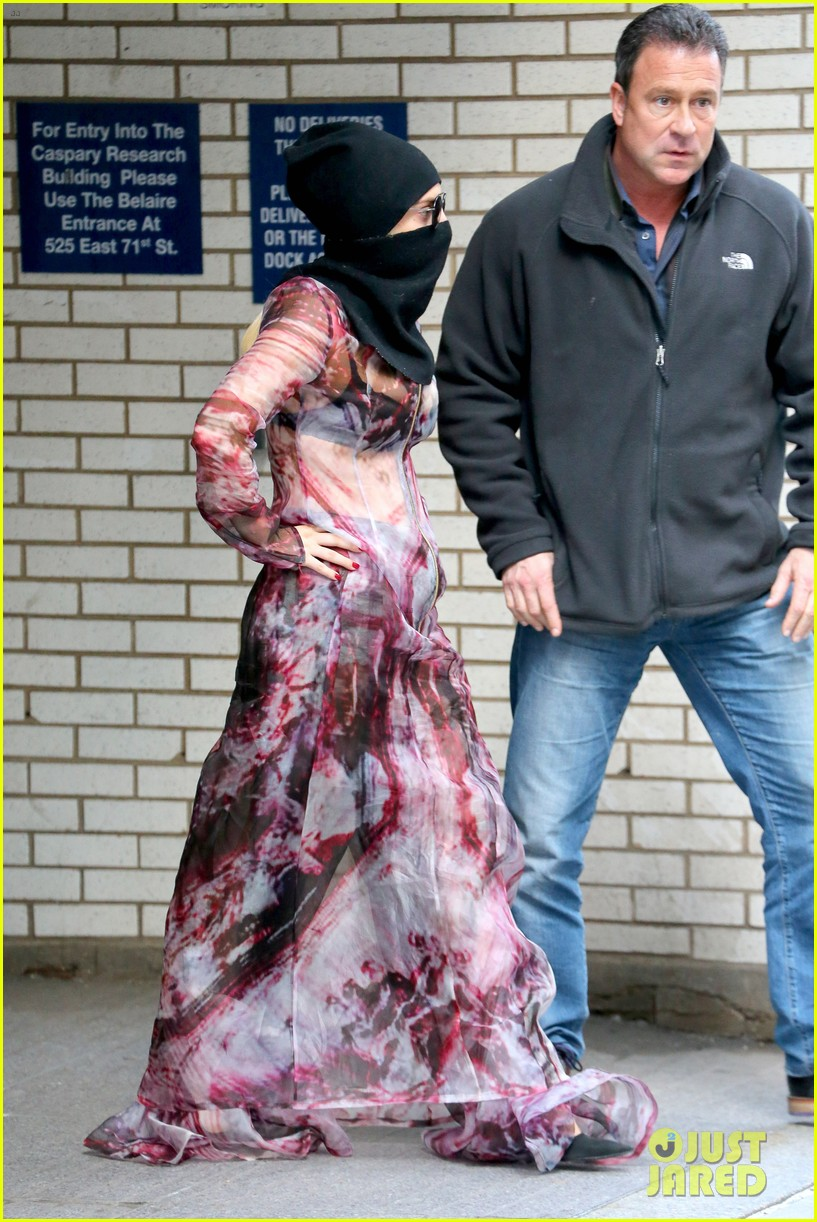 lady gaga wears burqa hospital visit 163085338