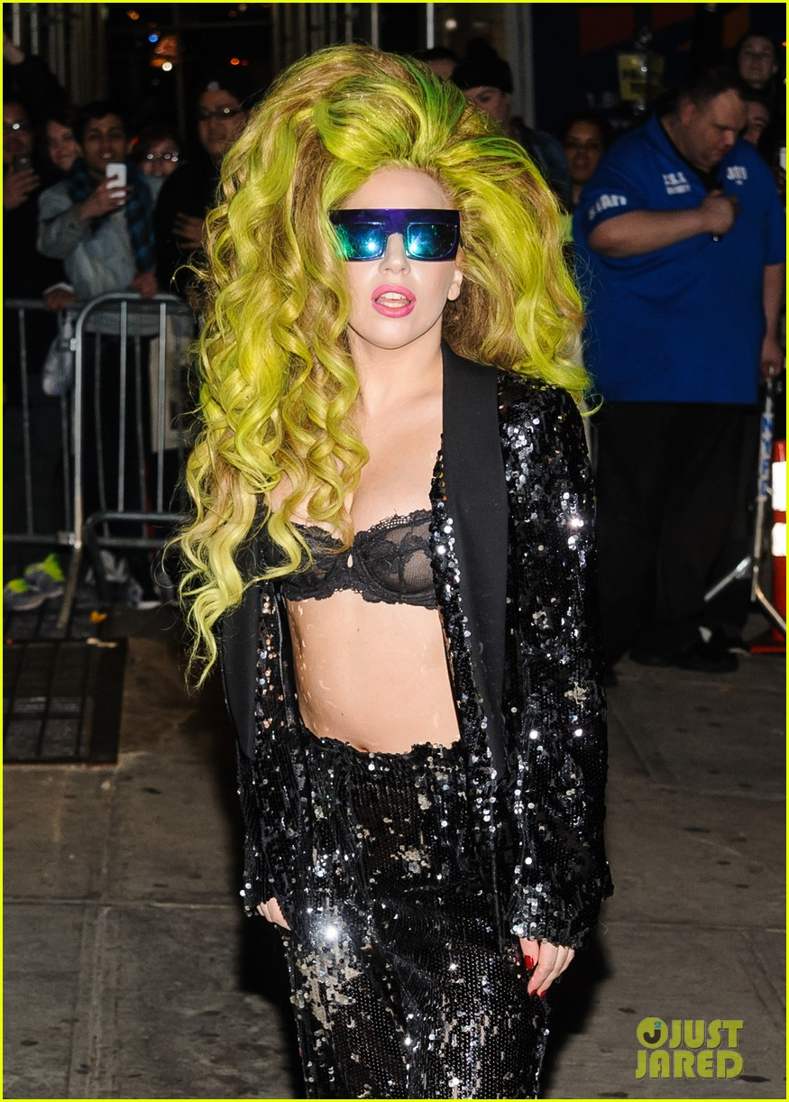 lady gaga performs dope g u y for david letterman show 10